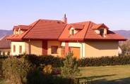 Rodinné domy, Strmá